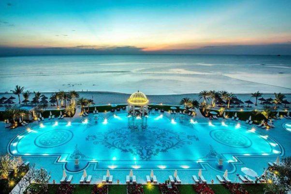 Một hệ thống chuỗi casino với những trang thiết bị tối tân cùng phòng thiết kế mang hơi thở Châu Âu đương đại pha lẫn nét đẹp Á Đông sẽ là điểm đến của những du khách đam mê các trò chơi giải trí hấp dẫn và kịch tính bậc nhất Việt Nam.